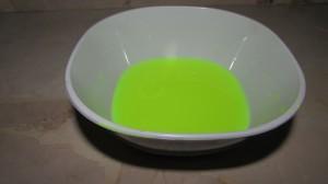 Tazón de agua coloreada
