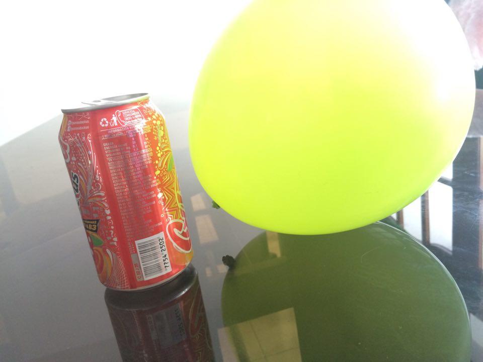 Lata de alumnio y globo